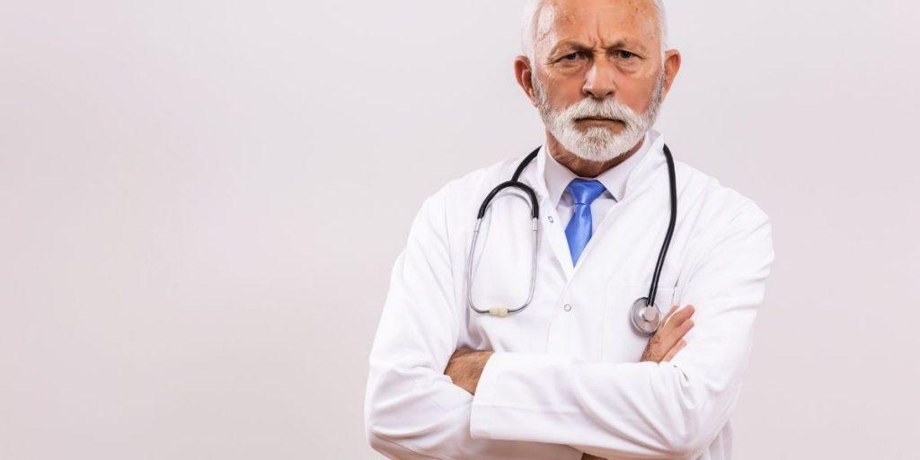 Στα όρια παραίτησης οι γιατροί στην Αττική